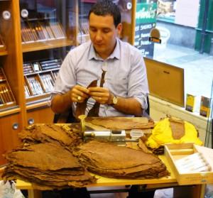 Cuban cigar roller Hamlet Paredes